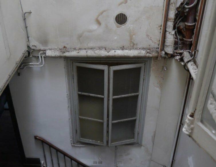 rénovation confort thermique et visuel vieille boucherie bayonne cage escalier avant rénovation